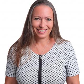Mag. FH Karin Fuchs