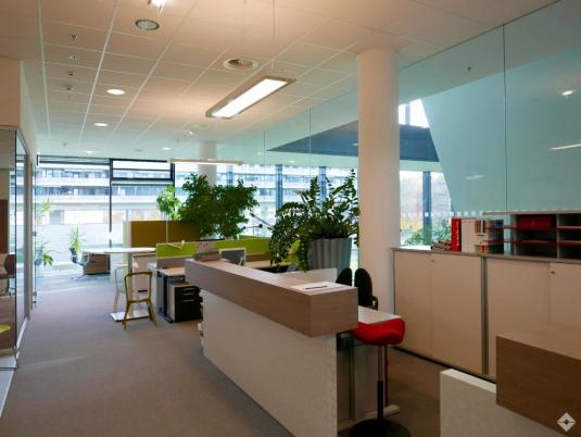 Innenansicht eines modern eingerichteten Büros