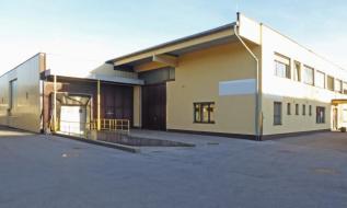 Großzügiges Betriebsobjekt mit Hallen- und Büroflächen