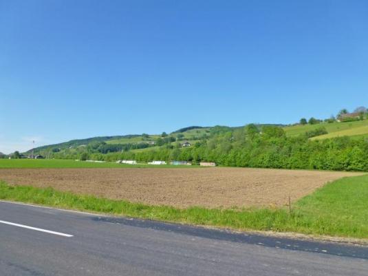 Großzügiger Gewerbegrund in unmittelbarer Autobahnnähe