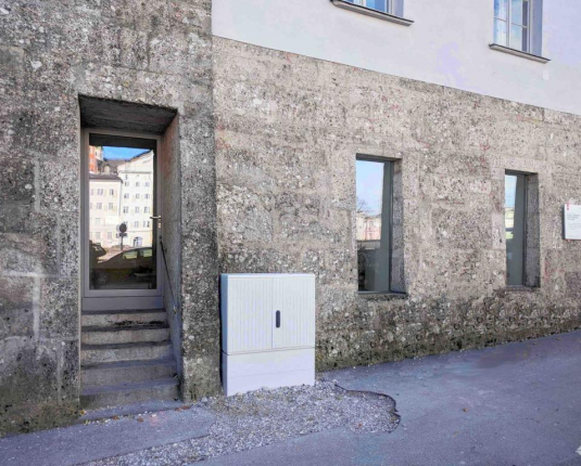 Außenansicht des Eingangsbereiches eines Altstadthauses