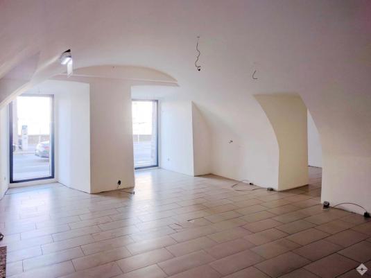 Heller Verkaufsraum mit Gewölbedecken