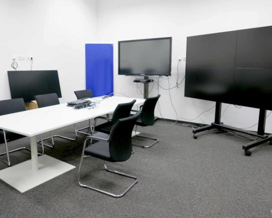 Büroraum mit EDV und TV Ausstattung