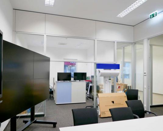 Gewerbeflächen mit Glastrennwand