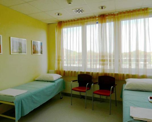 Helles Behandlungszimmer
