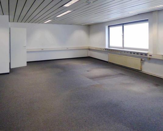 Büroraum mit Teppichboden