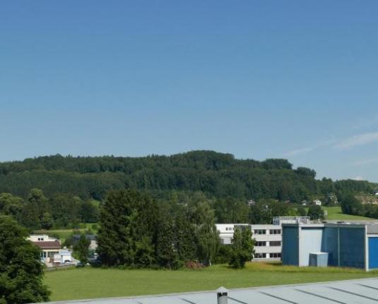 Ausblick über Felder in Richtung Autobahn