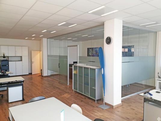 Innenraum eines eingerichteten Büros