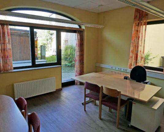 Büroraum mit Terrassenzugang im Erdgeschoß