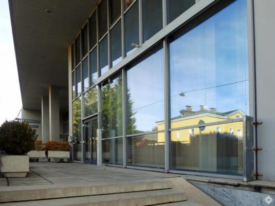 Außenansicht der Fensterfront des Bürogebäudes