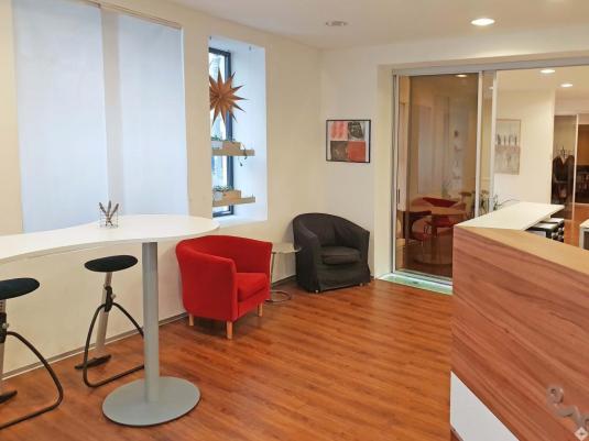 Freundlicher Büro Empfangsbereich