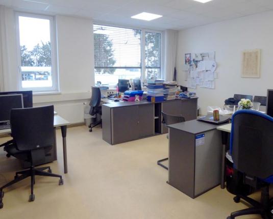Modernes Büro in Flughafentangente
