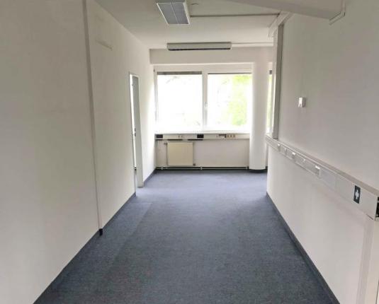 Lichtdurchflutete Bürofläche zu vermieten