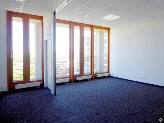 Gepflegtes Büro mit Balkon