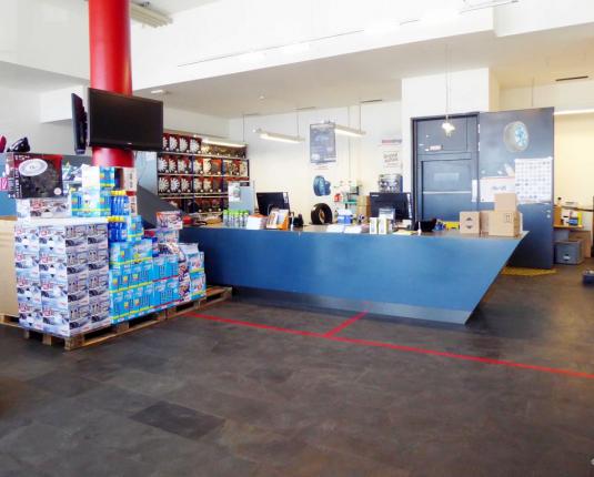 Rarität: Verkauf / Ausstellung 300 m² und Lager 1.165 m² im Verbund